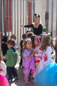 Purim: Queen Esther of Har Adar and her kindergarten friends