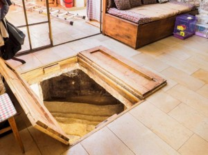 Mikveh discovered under an Ein Karem living room. Photo by Assaf Peretz, courtesy of the IAA