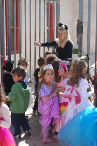 Purim: Queen Esther of Har Adar and her kindergarten friends