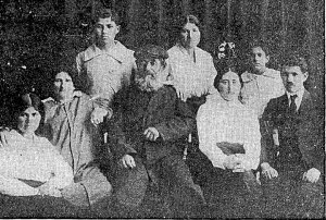 The Chiziks: First row, seated, left to right: Sarah, Brayna, Shmuel, daughter-in-law Sarah, Baruch. Standing: Aharon, Hannah, Yitzhak. Photo from an article in Ma'ariv, April 30, 1987, by Orit Harel.